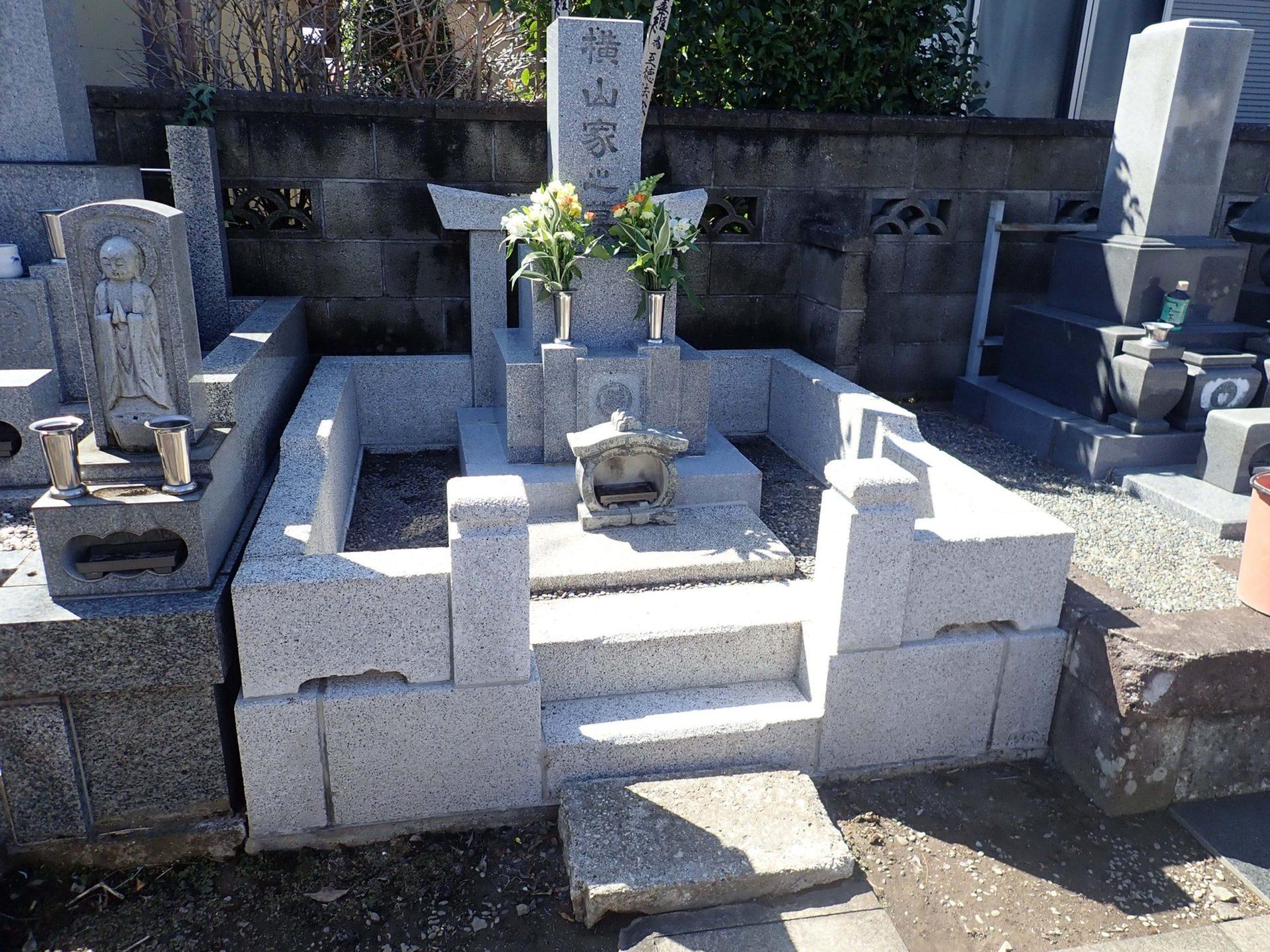 本泉寺<br>横山家墓石クリーニング